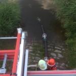 ... und liegt einsatzbereit in der Elbe.